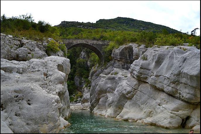 le pont de la cerise sur la commune de Gilette